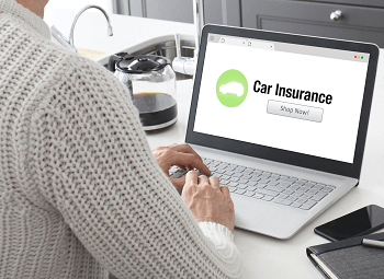 Woman on a laptop looking up car insurance